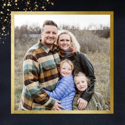 Stijlvolle blauwe kerstkaart met kerstboom & gouden spetters 2