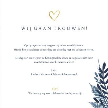Stijlvolle botanisch trouwkaart met gouden hart en namen. 3