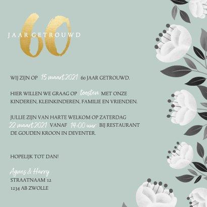 Stijlvolle jubileum uitnodiging witte bloemen en gouden 60 3