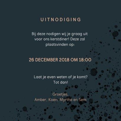 Stijlvolle kerstdiner uitnodiging met goudlook en spetters 3