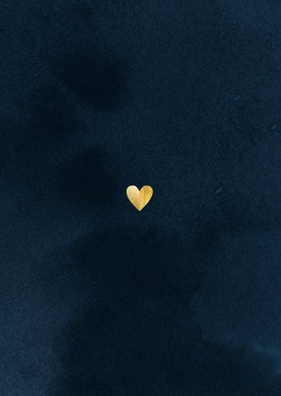 Stijlvolle kerstkaart kerstknuffel gouden hart foto's blauw Achterkant