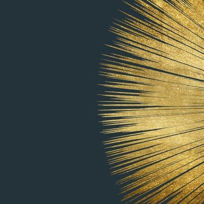 Stijlvolle kerstkaart met goud kader en typografie 2