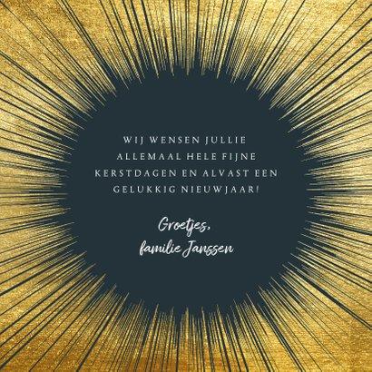 Stijlvolle kerstkaart met goud kader en typografie 3