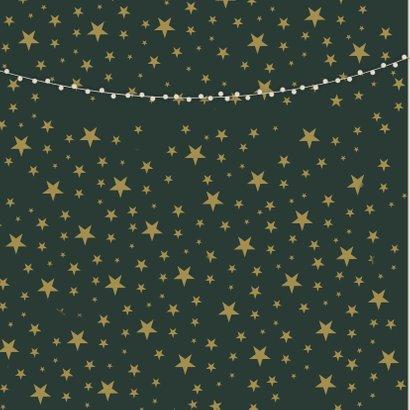 Stijlvolle kerstkaart met grote foto en gouden confetti  2