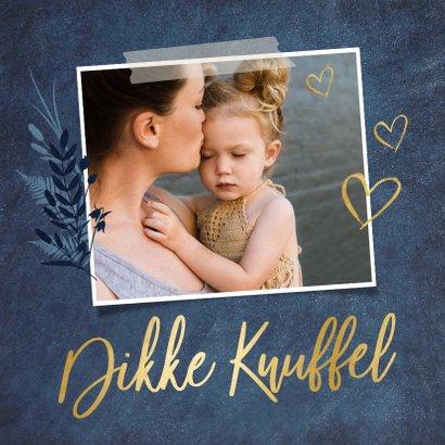 Stijlvolle knuffel moederdagkaart met eigen foto en goud 2