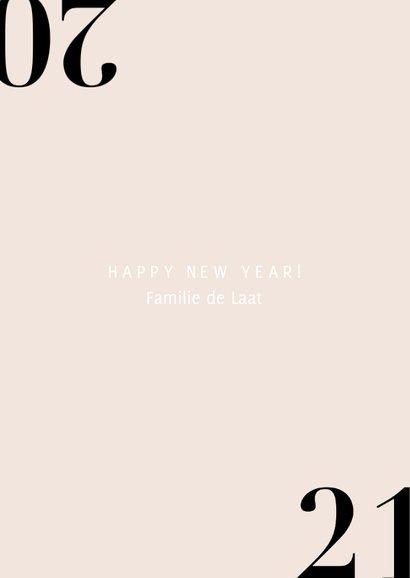 Stijlvolle nieuwjaarskaart met champagne en 2021 3
