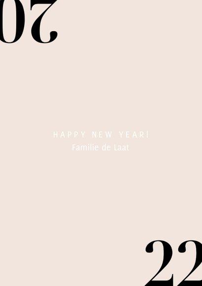 Stijlvolle nieuwjaarskaart met champagne en 2022 3