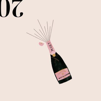 Stijlvolle nieuwjaarskaart met champagnefles en 2021 2