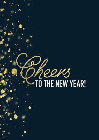 Stijlvolle nieuwjaarskaart met gouden confetti en typografie 2
