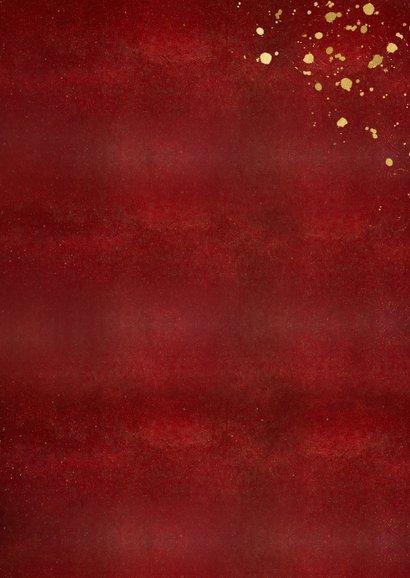 Stijlvolle rode kerstkaart met eigen foto en gouden tekst Achterkant