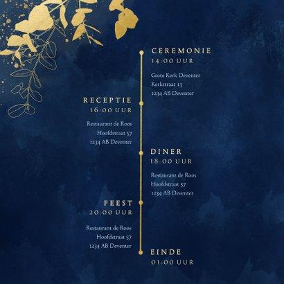 Stijlvolle trouwkaart blauwe waterverf gouden eucalyptus 2