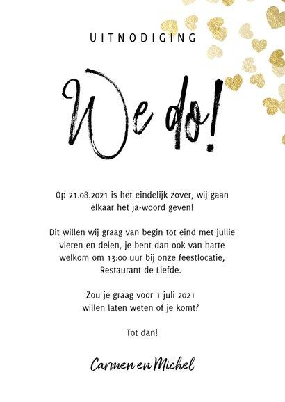 Stijlvolle trouwkaart met gouden hartjes typografie en foto 3