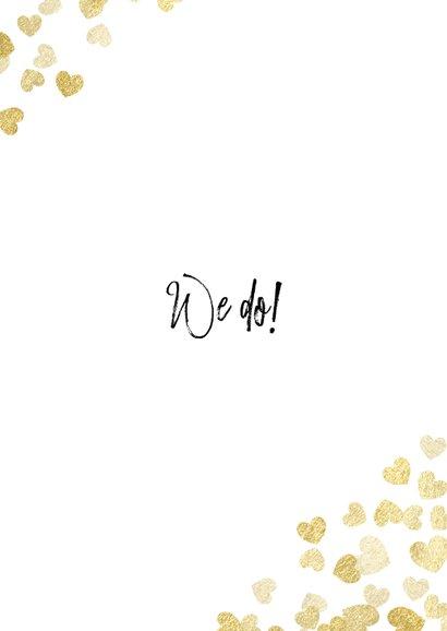 Stijlvolle trouwkaart met gouden hartjes typografie en foto Achterkant