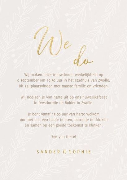 Stijlvolle trouwkaart We Do goudlook tekst naturel takjes 3