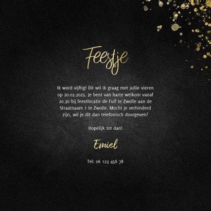 Stijlvolle uitnodiging feestje goud met spetters krijtbord  3