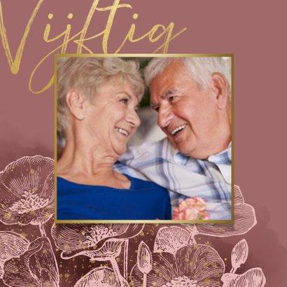 Stijlvolle uitnodiging jubileum bloemen, foto en typografie 2