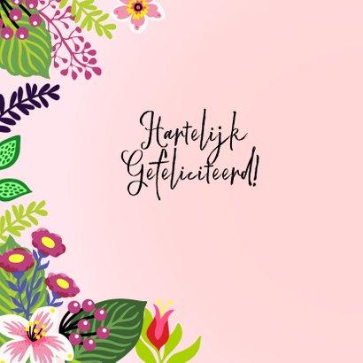 Stijlvolle verjaardagskaart met unicorn en bloemen 2