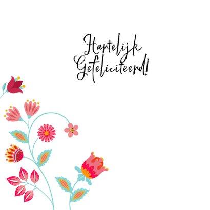 Stijlvolle verjaardagskaart met vlinder, bloemen en planten 2