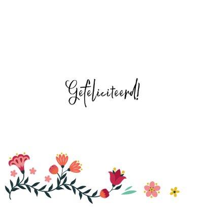 Stijlvolle verjaardagskaart met vlinder en bloemen 2