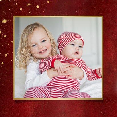 Stijlvolle vierkante rode kerstkaart eigen foto's en goud 2
