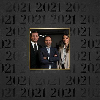 Stijlvolle zakelijke nieuwjaarskaart 2021 patroon met goud 2