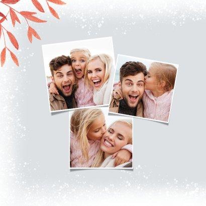 Stilvolle Weihnachtskarte mit Foto und roten Zweigen 2