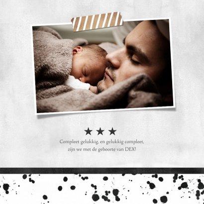 Stoer geboortekaartje monochrome met spetters en foto 2