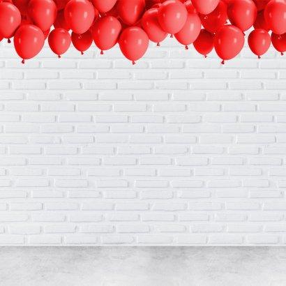 Stoere industriële felicitatie 70 jaar met rode neon cijfers 2