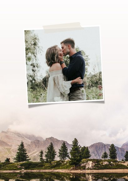 Stoere Save the Date kaart met een berg landschap en datum 2