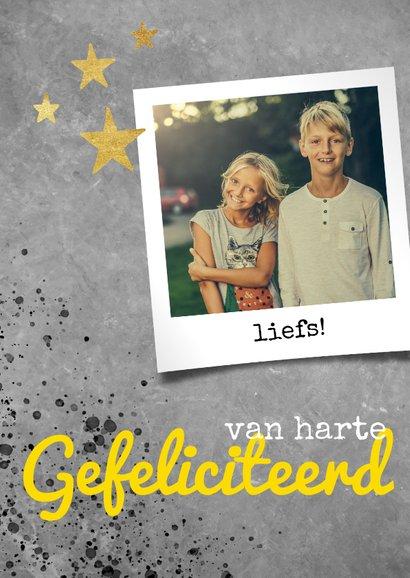 Stoere verjaardagskaart met beton, spetters en foto 2