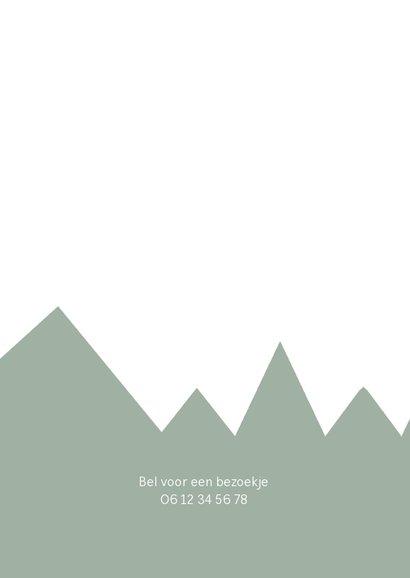 Trendy geboortekaartje groene bergen en kraft label 2