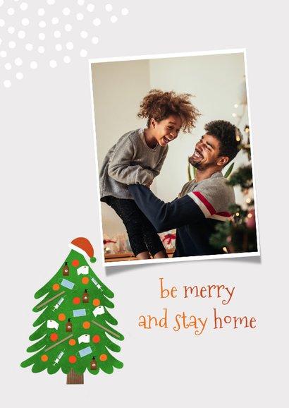 Trendy kerstkaart stay home corona kerstboom en sneeuw 2