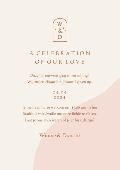 Trendy trouwkaart in roze aardetinten met foto en boog 3