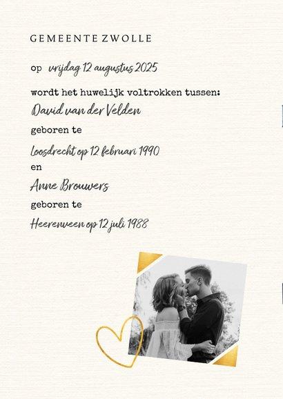 Trouwkaart in trouwboek vorm met witte achtergrond 2