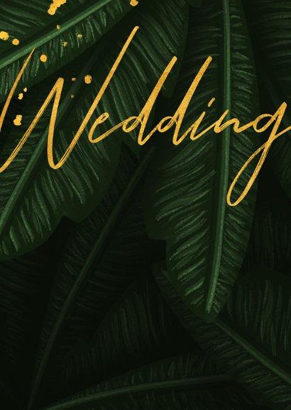 Trouwkaart jungle bladeren met foto en gouden 'wedding' 2