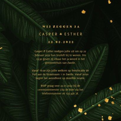 Trouwkaart jungle bladeren met gouden 'wedding' 3