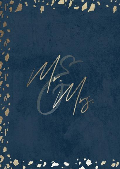 Trouwkaart 'Mr & Mrs' donkerblauw met terrazzo patroon 2