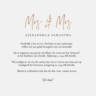 Trouwkaart mrs. & mrs. eucalyptus met gouden hartjes 3
