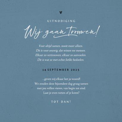 Trouwkaart uitnodiging stijlvol blauw verf hartjes foto 3