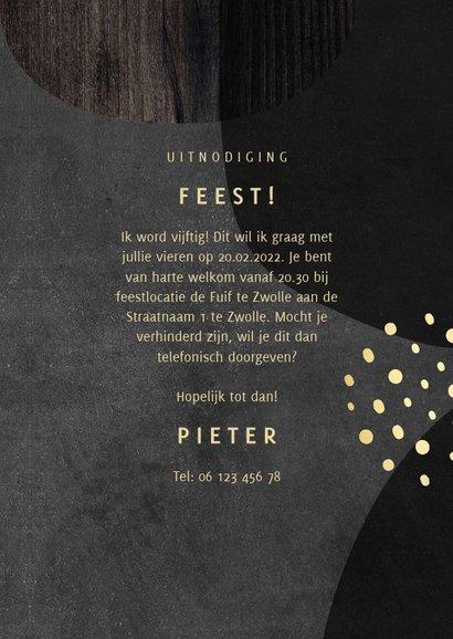 Uitnodiging 50 jaar goud met hout en krijtbord abstract 3