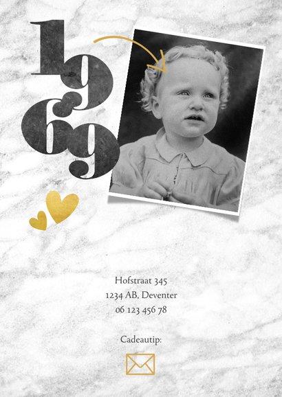Uitnodiging 50 jaar met marmer, foto's, pijlen en jaartallen 2