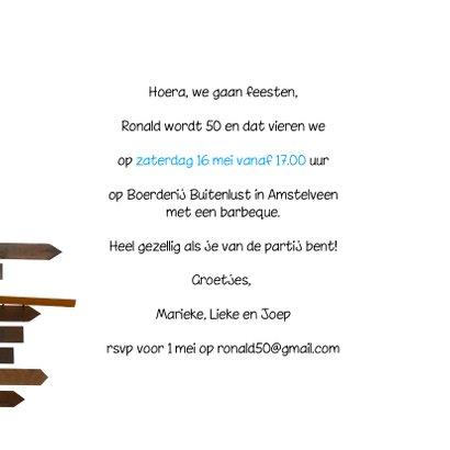 Uitnodiging houten wegwijzers 2 blauwe lucht 3