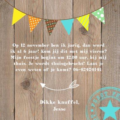 Uitnodiging kinderfeestje jongen slinger houtprint 3