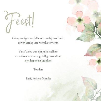 Uitnodiging met roze bloemen in waterverf met foto 3