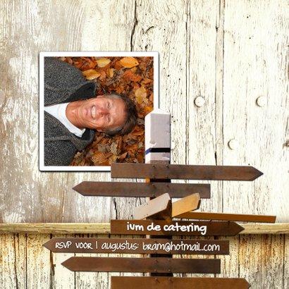 Uitnodiging verjaardag bord hout 2