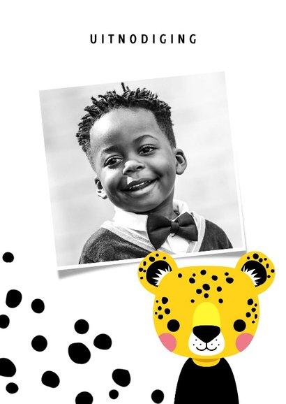 Uitnodiging voor een kinderfeestje met luipaard en vlekjes 2