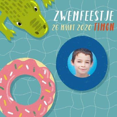 Uitnodiging voor zwemfeestje met zwemband, krokodil en foto 2