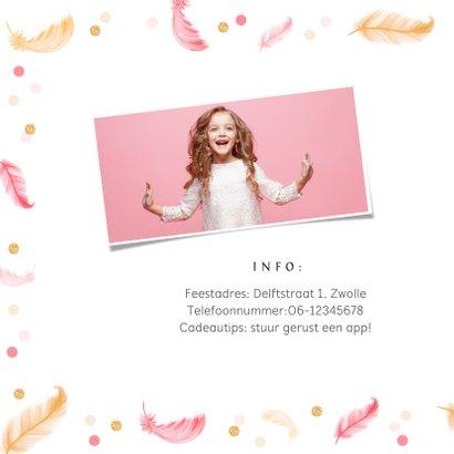Uitnodigingskaart communie lentefeest veertjes confetti 2