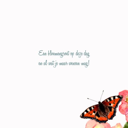 V erjaardagskaart Pastelkleurige bloemen met vlinder 3