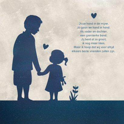 Vaderdagkaart met silhouet van vader en dochter in maan 2